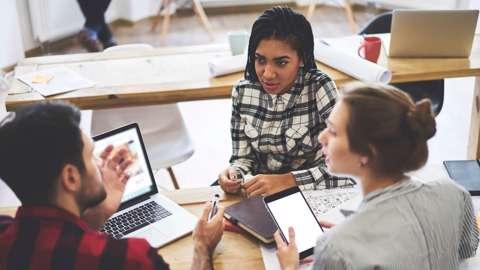 Mengenal 7 Cara Melakukan Komunikasi Nonverbal