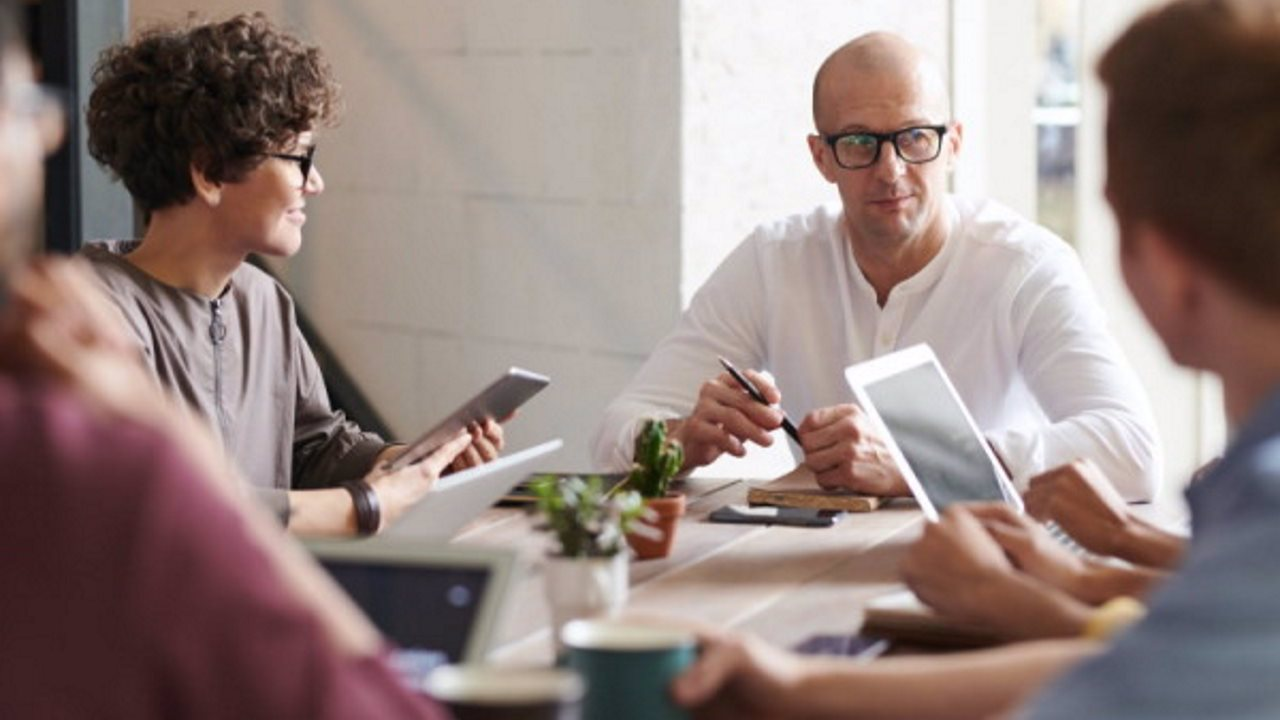 Cara Menetapkan KPI untuk Peningkatan Kinerja Karyawan di Perusahaan    QuBisa