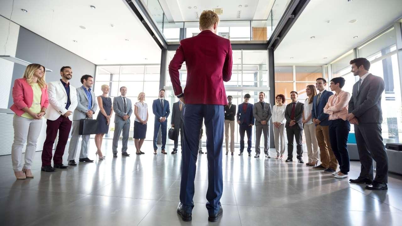 10 Kriteria pemimpin yang wajib diketahui agar bisa mendapatkan pemimpin yang ideal untuk tim Anda di perusahaan