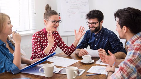 7 Tips Agar Sukses Berkomunikasi Di Tempat Kerja