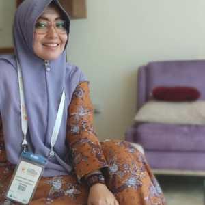 Dr. Lisa Adhrianti, M.Si