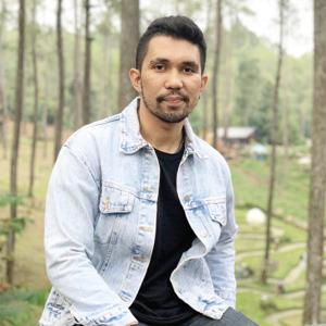 Dr. Geofakta Razali